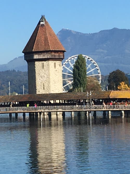Ein wunderschöner Anblick zur Kapellbrücke mit dem Riesenrad. (Bild: Maria Mathis)