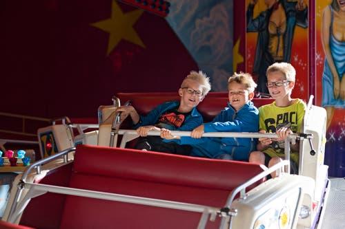 Der «Disco Express» scheint beliebt zu sein. Elia, Dario und Joel Müller (von links) aus Ermensee gefällt's. (Bild: Corinne Glanzmann, 15. Oktober 2018)