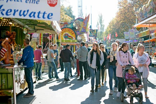 Das sonnige Wetter lockte in diesem Jahr «rekordverdächtig viele» Menschen an die Herbstmesse, wie es bei der Stadt Luzern heisst. (Bild: Corinne Glanzmann, 15. Oktober 2018)
