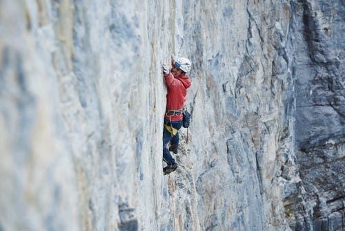 Roger Schäli bei der Roten Fluh an der Eiger-Nordwand. (Bild: Frank Kretschmann)