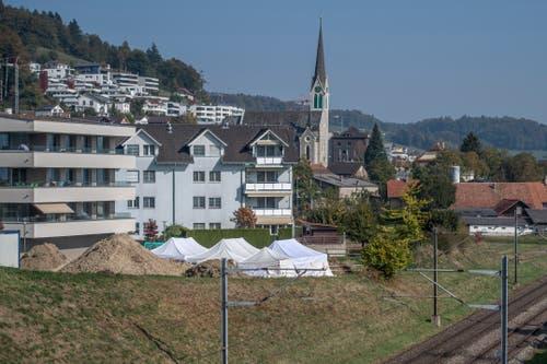 Die Kelten-Grabung liegt unmittelbar neben der Bahnstrecke Luzern-Olten. (Bild: Pius Amrein (Egolzwil, 17. Oktober))