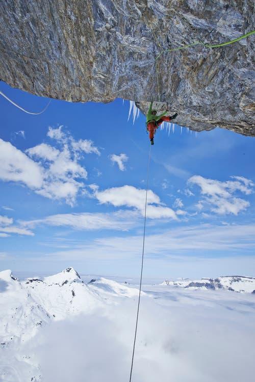 15 Meter über dem Abgrund: Roger Schäli bei der Passage «Emergency Exit». (Bild: Frank Kretschmann)