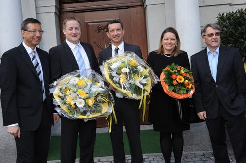 2012 wird Z'graggen zum dritten Mal in den Urner Regierungsrat gewählt. Zusammen mit Josef Dittli, Beat Arnold, Beat Jörg und Markus Züst (von links) schafft sie die Wahl im ersten Wahlgang. (Bild: Urs Hanhart (Altdorf, 11. März 2012))