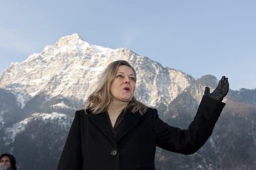 2010: Z'graggen verkündet ihre Ständerats-Kandidatur am Ufer des Urnersees. (Bild: Daniel Regli (Altdorf, 4. Februar 2010))