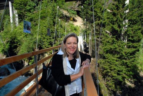 Schwindelfrei: Z'graggen an der Eröffnung der Hängebrücke in Gurtnellen im Jahr 2007. (Bild: Sven Aregger (14. Juni 2007))