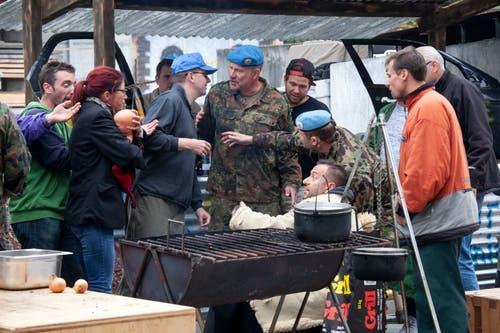 UNO-Beobachter sehen sich auf einem Markt im fiktiven Staat Sandland um. (Bild: Edi Ettlin (Oberdorf, 19. Oktober 2018))