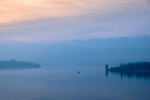 Schiff auf dem Morgensee. (Bild: Gregor Gander-Thür (Luzern, 18. Oktober 2018))