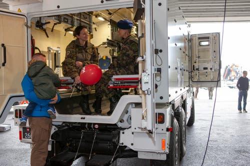 Das gepanzerte Sanitätsfahrzeug wiegt 14 Tonnen. (Bild: Edi Ettlin (Oberdorf, 19. Oktober 2018))