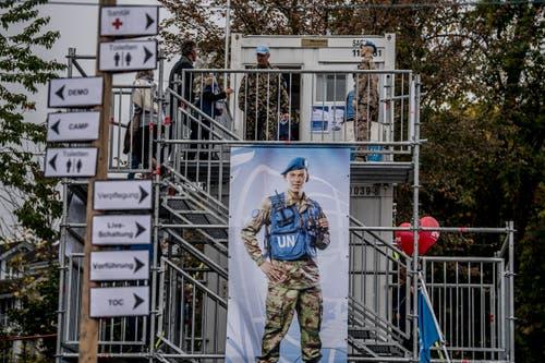 Vom UNO-Beobachtungsturm aus lässt sich das Gelände überblicken. (Bild: Nadia Schärli (Stans, 20. Oktober 2018))