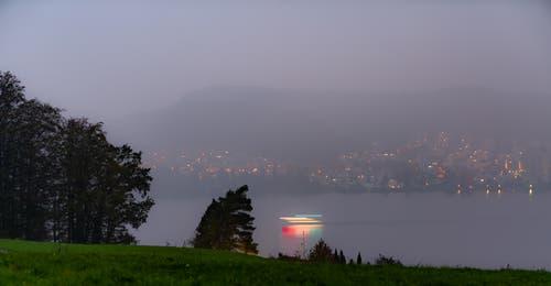 Der erwartete goldene Sonnenaufgang trat nicht ein - dafür eine andere Seite des Herbstes, nicht minder faszinierend. (Bild: Stefan Kunz (Meggen, 20. Oktober 2018))