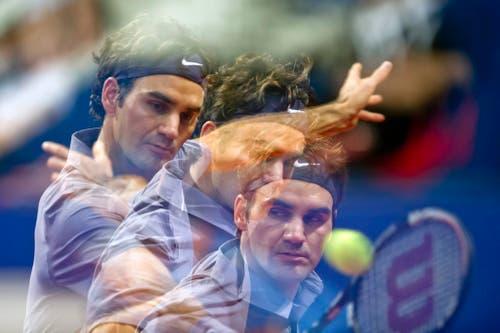 2010 - Mehrfachbelichtung von Roger Federer während seines Finalspiels gegen den Serben Novak Djokovic. (KEYSTONE/Ennio Leanza)