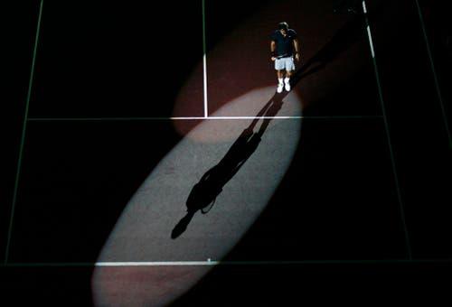2007 - Roger Federer vor seinem Finalspiel gegen den Finnen Jarkko Nieminen, das Federer gewinnen wird. (KEYSTONE/Steffen Schmidt)