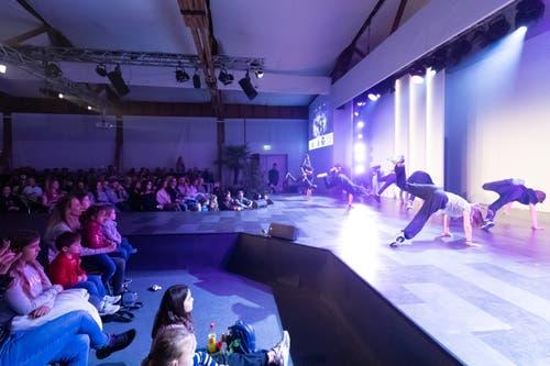 Die sportliche Leistung der tänzerischen Darbietungen ist beachtlich. (Bild: Roger Zbinden, freier Fotograf (Zug, 20. Oktober 2018))