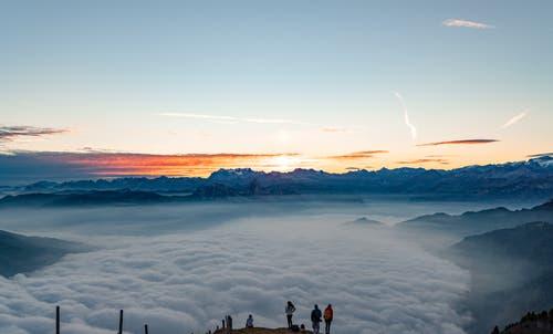 Warten auf den Sonnenaufgang auf der Rigi II. (Bild: Stefan Kunz)