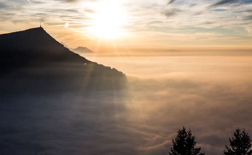 Sonnenuntergang über dem Nebelmeer. (Bild: Daniel Hegglin (Gnipen, 19. Oktober 2018))