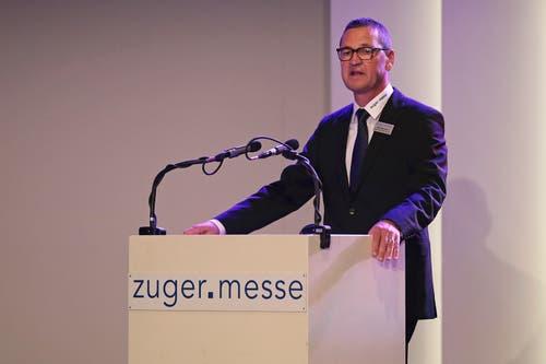 Beat Baumann, Verwaltungsrat der Zuger Messe, hält die Begrüssungsrede. (Bild: Roger Zbinden (Zug, 20. Oktober 2018))