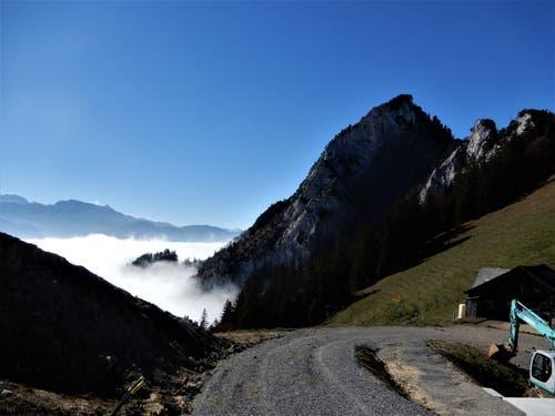 """Oben blau unten anscheinend """"noch"""" grau ! Aufgenommen auf der Wanderung von der Rigi-Scheidegg über den Gätterlipass zum Urmiberg. (Bild: Margrith Imhof-Röthlin 20. Oktober 2018)"""