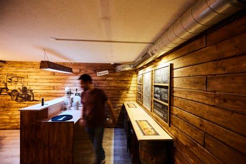 Autor Federico Gagliano sucht in der «Beer Factory» nach einem geheimen Rezept. (Bilder: Jakob Ineichen, 10. Oktober 2018).