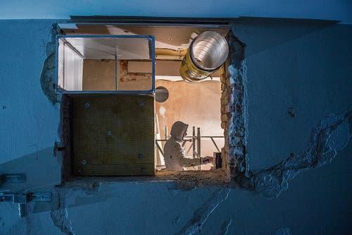 Ein Blick in die neue Küche: Die Abluftrohre sind montiert.