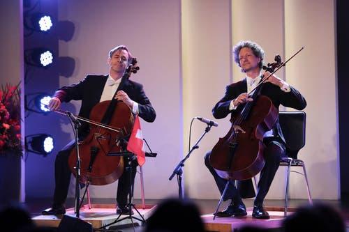 Das Duo Calva sorgt an der Eröffnung der Zuger Messe für Unterhaltung. (Bild: Roger Zbinden (Zug, 20. Oktober 2018))