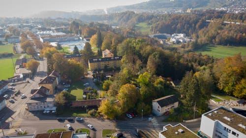 Blick stadtauswärts ins gleiche Areal: links die Zürcher Strasse, hinten in der Mitte das Freibad Lerchenfeld und rechts das Sittertobel.