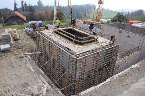 Betonieren der zweiten Reservoirkammer für das Reservoir Gubermatt am 22. Oktober 2018. (Bild: PD)