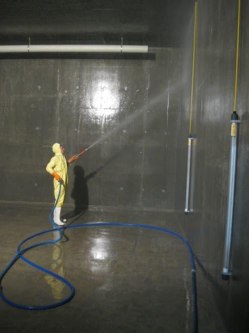 Reinigung der neuen Reservoirkammer Talen am 7. April 2013. (Bild: PD)