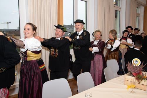 Mit einer Polonaise wird gefeiert. (Bild: Melinda Blättler (Hergiswil, 21. Oktober 2018))
