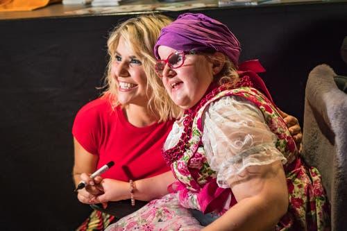 Ein Foto mit Beatrice Egli, welchem Kind gefällt das nicht? (Bild: Christian H. Hildebrand (Baar, 27.Oktober 2018))