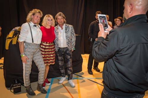 Nach dem Konzert gibt es Autogramme und Erinnerungsfotos. (Bild: Christian H. Hildebrand (Baar, 27. Oktober 2018))