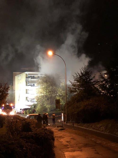 Das Gebiet um das betroffene Haus ist abgesperrt. (Bild: Flurina Valsecchi, 28. Oktober 2018)