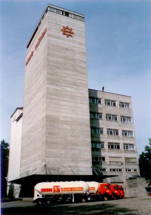 Geblieben sind die markanten, in der ganzen Ostschweiz bekannten Lastwagen. Ein Bild aus den 90er-Jahren. (Bild: zVg)