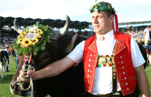 2007 wurde Jörg Abderhalden vor 47000 Zuschauern in Aarau zum dritten Mal Schwingerkönig. (Bild: Jubiläumszeitschrift Nordostschweizer Schwingerverband)