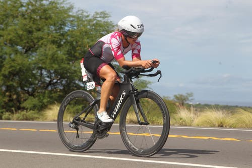 Eine Rakete auf zwei Rädern: Barbara Scherrer war in Hawaii sehr schnell unterwegs. Bilder: PD