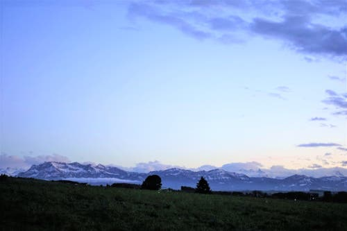 Frisch verschneite Pilatuskette, von Rickenbach gesehen. (Bild: Josef Habermacher, 31. Oktober 2018)