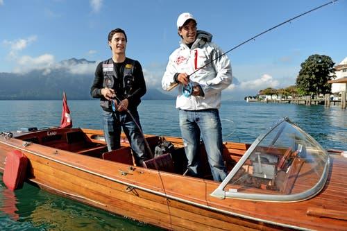 Mario Gyr (rechts) beim Fischen (Bild: Nadia Schärli (Küssnacht, 20. September 2012)