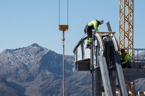 Bauarbeiter bei der Arbeit. (Bild: Urs Flüeler/Keystone (Oberalppass, 4. Oktober 2018))