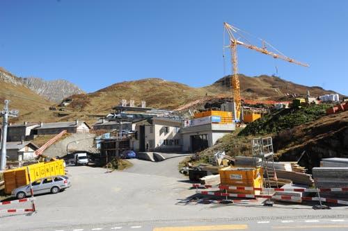 Die Talstation der neuen Gondelbahn Oberalppass-Schneehüenerstock befindet sich noch im Bau. (Bild: Urs Hanhart (Oberalppass, 4. Oktober 2018))