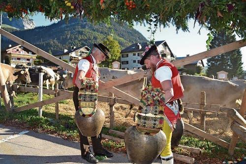 Schelle Schötta und Johle gehören zu einer traditionellen Viehschau. (Bild: Adi Lippuner)