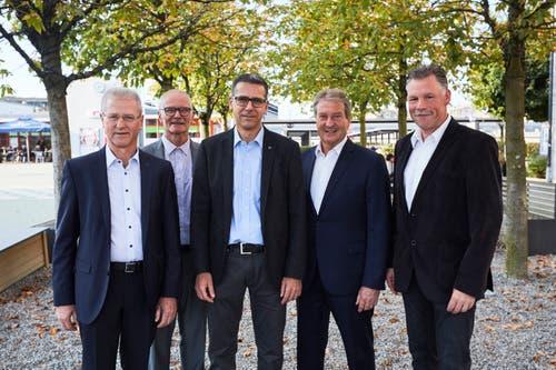 Der Gemeinderat von Risch (von links): Ruedi Knüsel, Franz Zoppi, Peter Hausherr, Roland Zerr und Markus Scheidegger. (Bild: Jakob Ineichen (Risch, 7.10.2018))