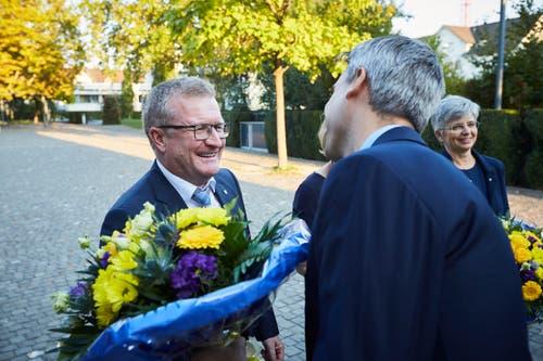 Blumen für Pirmin Andermatt (CVP) anlässlich der Gemeinderatswahlen in Baar. (Bild: Jakob Ineichen (07. Oktober 2018))
