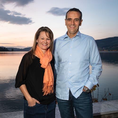 Evelyn Rust und Beat Wyss freuen sich über die Wahl in den Gemeinderat Oberägeri.(Bild: Christian H. Hildebrand (Morgarten, 7.Oktober 2018))