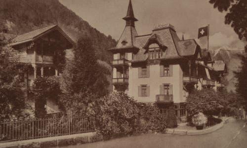 Das Hotel Alpenhof in Melchtal in den Vierzigerjahren. Es wurde Jahrzehnte lang von einem Spross der Huwylers geführt. 2017 ist es verkauft worden. (Bild: PD)