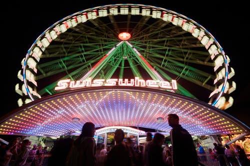 Das Riesenrad bei Nacht. (Bild: Jakob Ineichen (6. Oktober 2018))