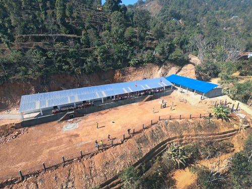 Mit grosszügiger Hilfe und Spendengeldern wurde die Schule in Chainpur in Nepal wiederaufgebaut. (Bild: PD)
