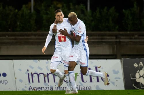 Tomi Juric (links) and Blessing Eleke jubeln nach dem 0:2. (Bid: Pablo Gianinazzi / Keystone (Chiasso, 1. November 2018))