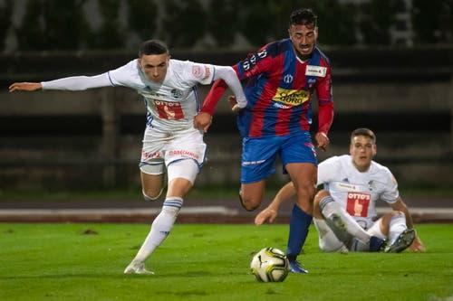 Luzern Ruben Vargas (links) im Laufduell mit Chiassos Battista Facundo. (Bid: Pablo Gianinazzi / Keystone (Chiasso, 1. November 2018))