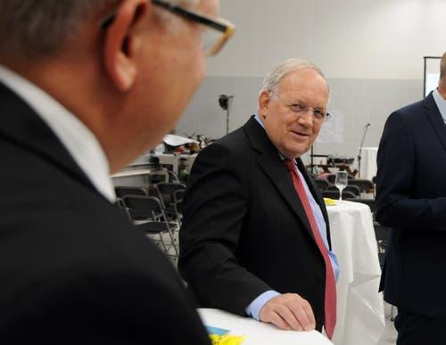 Besuch von Bundesrat Johann Schneider-Ammann am FDP-Partetag Obwalden in der Käserei Seiler in Giswil. Immer wieder mal ein Blick des Bundesrats auf seinen persönlichen Mitarbeiter Yves Weidmann. (Bild: Markus von Rotz (Giswil, 31. Oktober 2018))