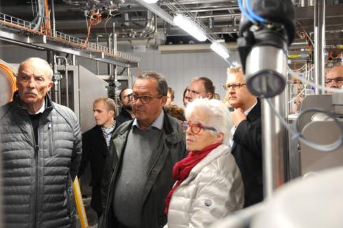Besuch von Bundesrat Johann Schneider-Ammann am FDP-Partetag Obwalden in der Käserei Seiler in Giswil. Auf dem Rundgang, in der Mitte alt Regierungsrat Paul Federer(Bild: Markus von Rotz (Giswil, 31. Oktober 2018))