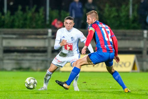 Luzerns Ruben Vargas (links) vor Simone Belometti am Ball. (Bild: Martin Meienberger / Freshfocus (Chiasso, 1. November 2018))
